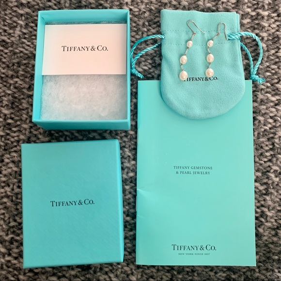 2c9b4842c tiffany & co // pearls by the yard earrings. M_5c08384761974571a44f1f05